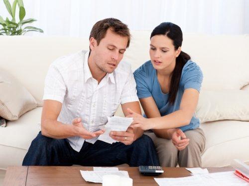 Алименты на супругу муж обязан начислять в сумме и порядке, определенном в договоре между бывшими супругами.