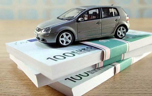 Если кредит на покупку автомобиля оформили в браке, то погашать его будут оба супруга поровну.